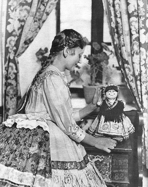 Sárközi kislány 1930 - Pesti Napló 1850-1930 ajándék albumból