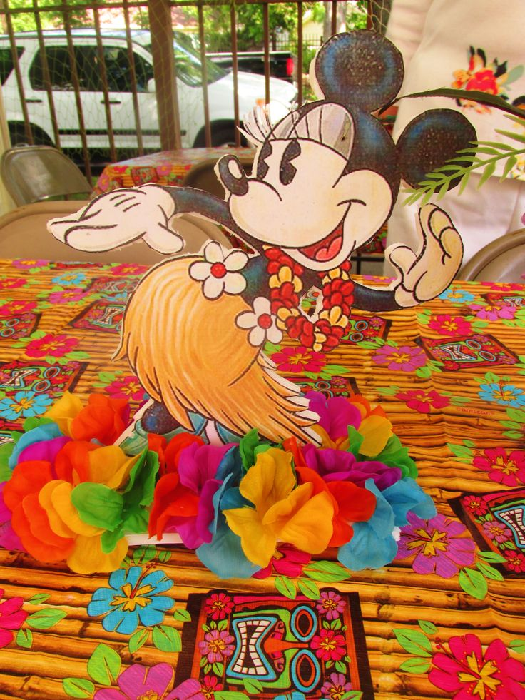Minnie Mouse Luau Love The Idea Of Combining Vintage With A Theme Jpg 736x981
