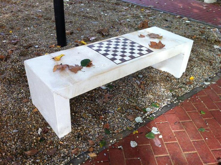 Banco de hormigón modelo precal con tablero ajedrez - Hormigones y Polimeros