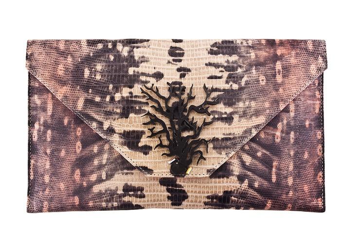 Sobre cacho y cuero iguana rosado - $229000 / EL precio incluye envió Nacional.
