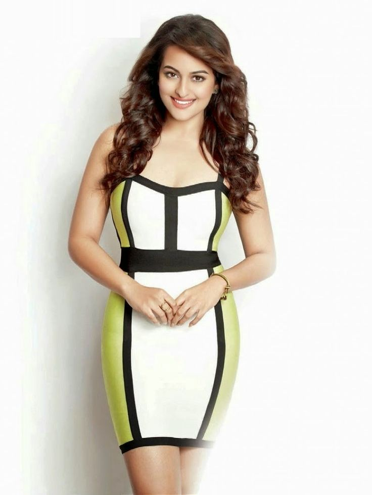 Unseen Pictures of Sonakshi Sinha showing her Long legs in Short dresses n Skirts | Indian Ramp
