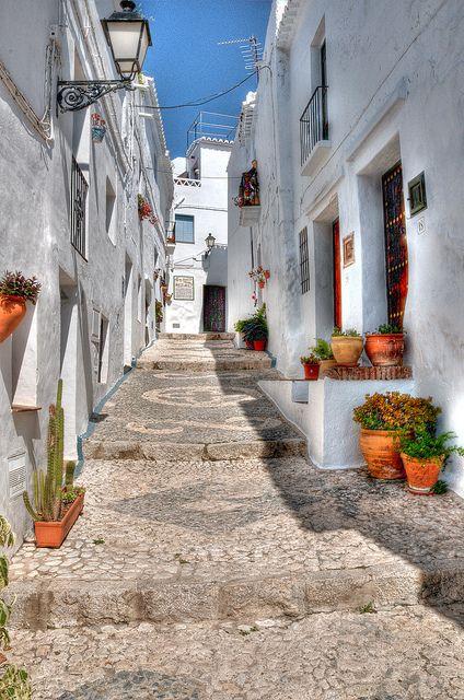 Rincones de Andalucía: calle de Frigiliana (Málaga) / Places of Andalusia: street of Frigiliana (Málaga)