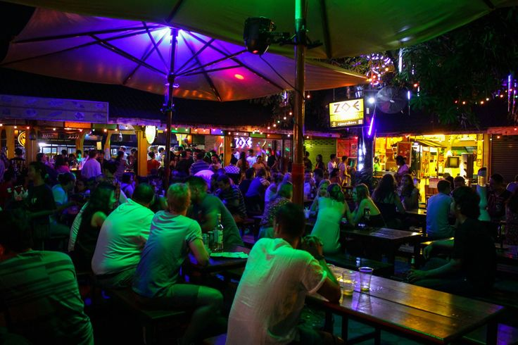 Night Life in Krabi Islands  Krabi is one of the most love tourist places in Thailand. Not just the scenic beauty ut this place is also known for its wonderful and entertaining nightlife. Food, music and beer name it and you have it all in Krabi.