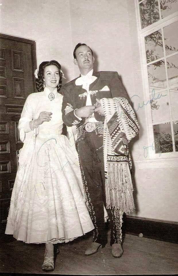 """María de los Ángeles Félix Güereña, mejor conocida como María Félix,  Jorge Negrete Jorge Alberto Negrete Moreno fue un cantante y actor mexicano. Fue uno de los actores de la """"Época de Oro"""" del cine mexicano."""
