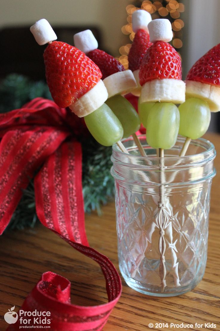 These adorable Grinch fruit kabobs are a fun and healthy holiday snack! @produceforkids