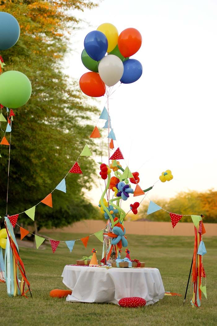 1000 ideas about backyard carnival on pinterest for Balloon cluster decoration