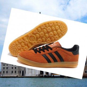 Italia Uomo Adidas gazzella og camoscio marrone formatori nero Italia con un design pull-aided tacco