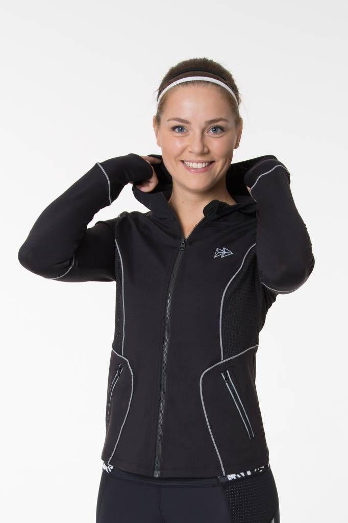 Yvette Zip Hoodie Slim Lines Reflect Quickdry Material + Reflektierende Detail uvm. #yvettesports #yvette #slimlines #ziphoody #ziphoodie #hoodie #sportoutfit #sportpulli #sportjacke #laufjacke #runningoutfit #fitnessoutfit