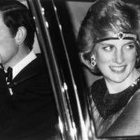 日本での公式行事をすべて終えられ、車で羽田空港に向かわれるイギリスのチャールズ皇太子とダイアナ妃(東京・皇居)[代表撮影]