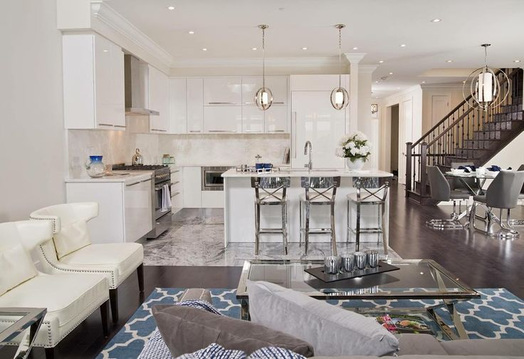 """""""Going to Niagara-on-the-Lake this weekend? Make sure to stop by #AvertonSquare stunning model homes! Located in """"Canada's Prettiest Town,"""" this exclusive…"""""""