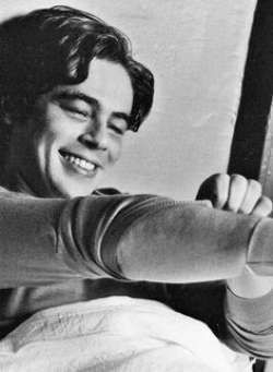 17 Pictures of Young Benicio Del Toro