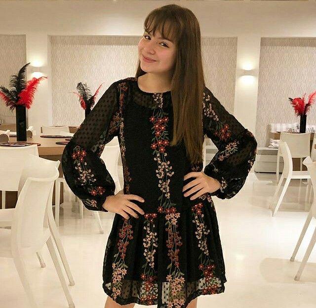 Sophia Valverde Com Vestidinho Pretinho Basico Fotos De