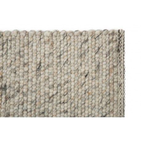 Dit warme wollen vloerkleed Jade Naturel van het nieuwe interieurlabel STORM is gemaakt van 100% wol. Verschillende kleuren wit en grijs laten het moderne vloerkleed naar voren komen binnen iedere woonruimte. Ideaal voor een moderne en stijlvolle inrichting! Het tapijt is handgeweven en gemaakt van 100% wol onder eerlijke omstandigheden in India.#vloerkledenloods #basic #soft #warm #carpet #vloerkleed #rug #interioirdesign