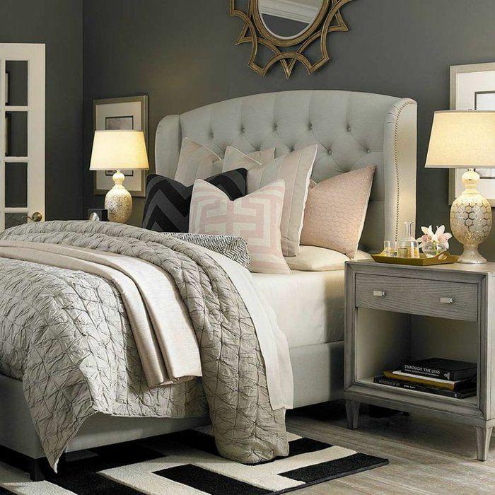 jolie chambre a coucher grise avec tete de lit captionné