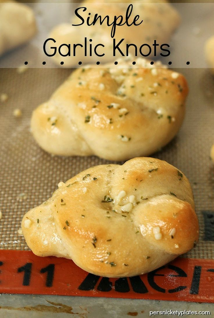 Simple Garlic Knots - homemade, buttery hot garlic knots | Persnickety Plates