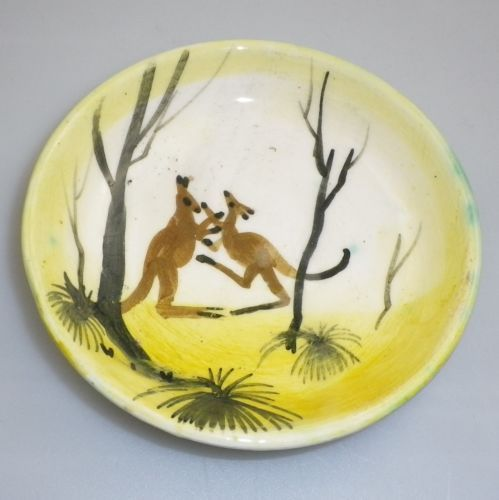 ARTHUR-MERRIC-BOYD-MURRUMBEENA-POTTERY-BOXING-KANGAROO-DISH possibly decorated by Neil Douglas incised AMB
