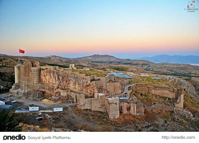 Açık hava müzesi Harput: Elazığ`a 5 km. mesafedeki Harput ilçesi bir açık hava müzesi görünümünde. Müzesi, kalesi, Ulu Camii, Meryem Ana Kilisesi ve Buzluk Mağarasıyla görülmeye değer bir turizm merkezidir.