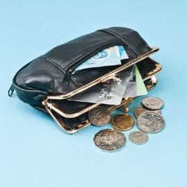 Style and practicality all in one! Leather coin purse #Magnamail
