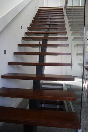 Mono stringer stairs - mrail.ca