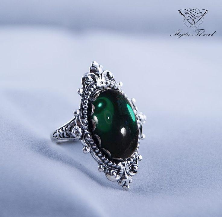 Emerald gem gothic victorian adjustable ring by #mysticthread / e-shop: www.mysticthread.com