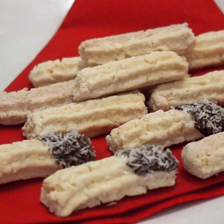 Gluten-free coconut rolls:180g gluten free flour Nomix,20g fine corn flour,70g powdered sugar,egg,80g butter,80g finely grated coconut.Raw dough we knead well and let it rest. Then we pressed dougt through a grinder over the form and store on a baking sheet. Bake at 160 °C for 12 min. Finished rolls we can soak in chocolate icing or wrapped in vanilla sugar.