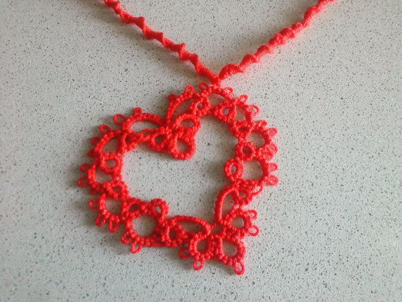 Valentino's day  Red necklace with heart tatting  by Acasaconmanu