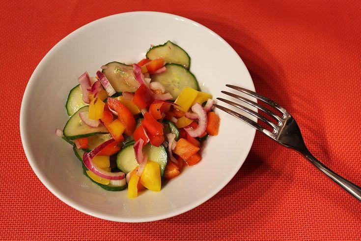 Rychlý okurkový salát s paprikami - Powered by @ultimaterecipe