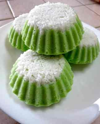 Puteri Ayu (Steamed Pandan Sponge Cake)