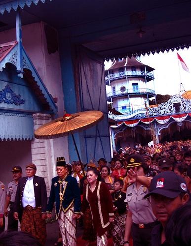 Pakubuwono XIII: Susuhunan (King) of Surakarta.Pakubuwono XIII on his way to his royal carriage, with his Queen, Kanjeng Ratu Pakubuwono (Raden Ayu Pradapa Ningsih.), and his son, the crowned prince GPH Purboyo (Suryo Mustiko) along with his daughters marching behind him.