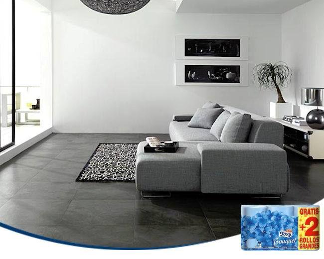 Un suelo oscuro es muy elegante. Los muebles de tonos claros no sólo aportan un contraste con el mismo, también ofrecen la luminosidad que equilibra el ambiente de la habitación. (Imagen: Home-Designing.com)