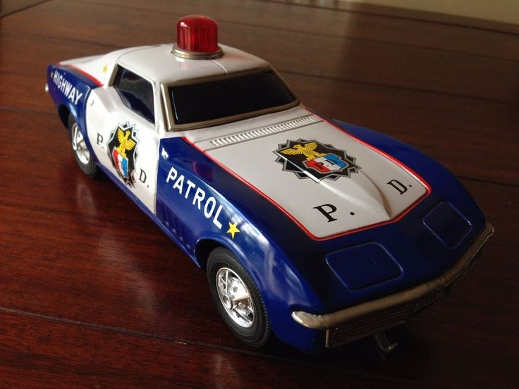 VINTAGE TINPLATE TAIYO BATTERY OPERATED HIGHWAY PATROL CAR MADE IN JAPAN