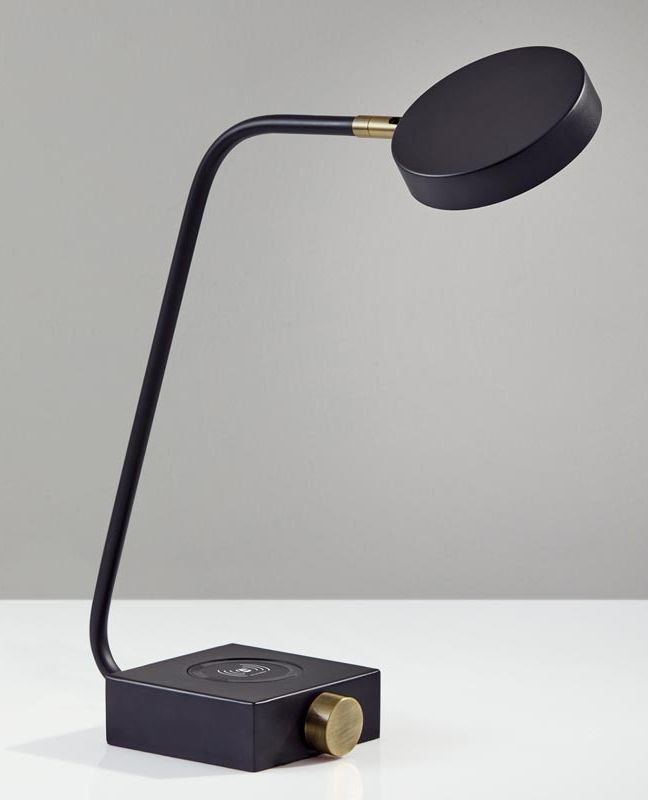 Conrad Charge Led Desk Lamp The Mid Century Modern Design Of The Conrad Desk Lamp Offers A Vintage Sheen To This Contemporary Led Desk Lamp Desk Lamp Lamp