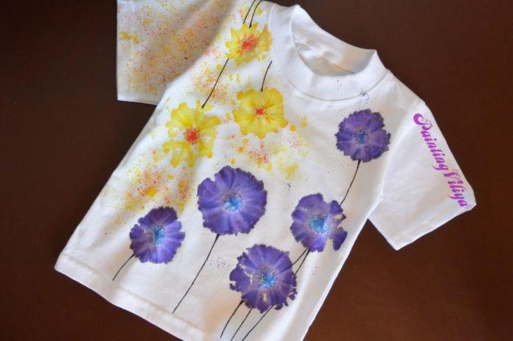В данном мастер-классе я опишу несложное окрашивание ткани в стиле узелкового батика Тай-Дай. Какие материалы нам понадобятся: футболка, нитки, красители/краски по батику, кисти, ножницы и ваша безграничная фантазия. Итак, приступим. Берем футболку (любого размера). Я взяла детскую. Намечаем наш будущий узор и делаем узелки, заматывая произвольно нитками. Начинаем разкрашивать наши узелки с в…