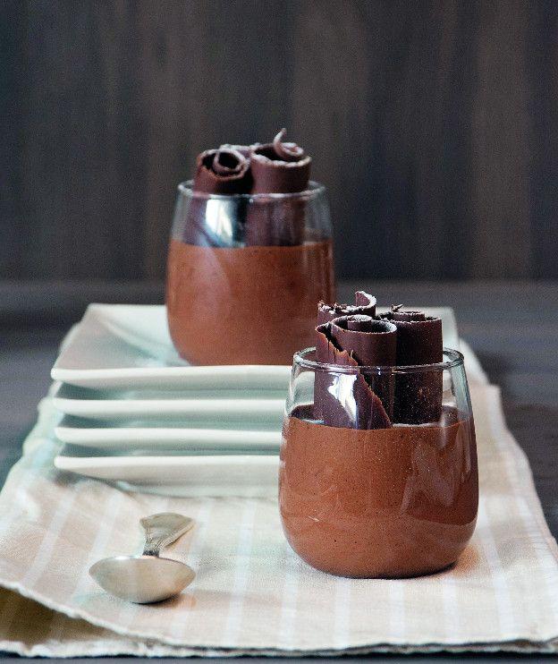 4 αυγά 120 γρ. ζάχαρη 150 γρ. κουβερτούρα με 50%-55% κακάο, ψιλοκομμένη 100 γρ. βούτυρο αγελάδας, κομμένο σε κομμάτια, σε θερμοκρασία δωματίου ξύσμα από 1 πορτοκάλι
