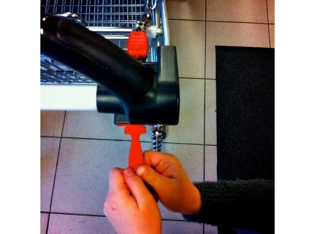 Keychain for opening shopping carts in Norway