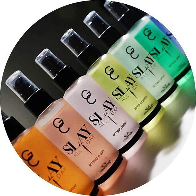 🏵Une fois que vous l'aurez vous ne pourrez plus vous en passer ! 🌈L'essayer c'est l'adopter 🍒! 💛Testez les brumes Slay rafraîchissantes et fixatrices de maquillage de chez Gerard Cosmetics🍡. Il régule la quantité de sébum et sa formule offre au make-up une finition naturelle🤗. 🍉Laissez vous envoûter par ses parfums sucrés, exotiques et frais à la pastèque🍉, à la pêche🍑, à la mangue🍈, à la noix de coco 🌴et au concombre🥒. 🍭Disponibles sur www.lanaika.com 🍬Code Promo dans la bio