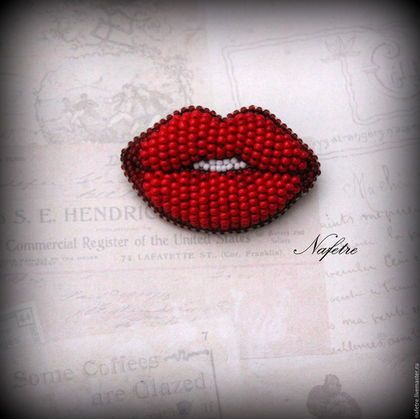 Купить или заказать Брошь из бисера,брошь-губы,брошь картинка в интернет-магазине на Ярмарке Мастеров. Брошь из японского и чешского бисера Red Lips. Выполнена в технике объемной вышивки. --------------------------------------------------------------------- Если Вам понравились мои работы, добавляйте в круг!