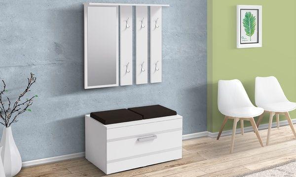Set mobili da ingresso che include uno specchio con un appendiabiti e un pratico cassettone con sedute imbottite