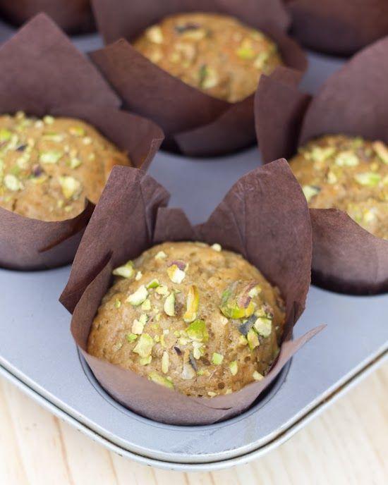 Objetivo: Cupcake Perfecto.: Muffins veganos de yogur, pera y pistacho... ¡¡Y el libro+dvd de Cupcake Maniacs!!