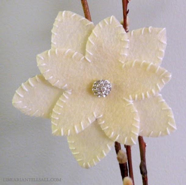 Leuke bloem van vilt, eenvoudig te maken. Door ingemarc