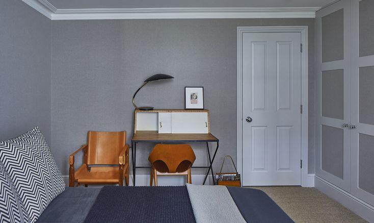 Vintage d'autore a Londra, lo scrittoio #vintage compone una piccola zona ufficio nella camera da letto.