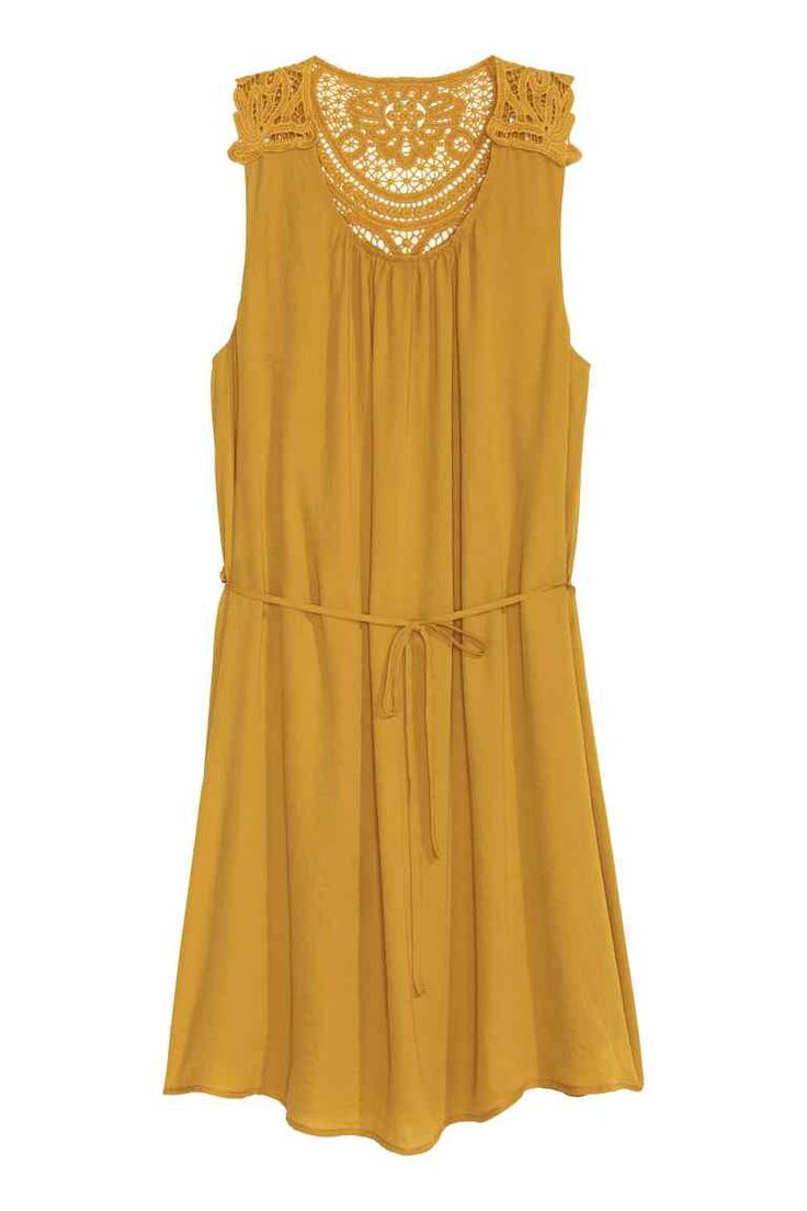 Chiffon dress: CONSCIOUS. Short, sleeveless dress in chiffon crêpe with a lace section on the shoulders and back, a detachable tie belt at the waist and a jersey lining. The dress is made partly from recycled polyester.