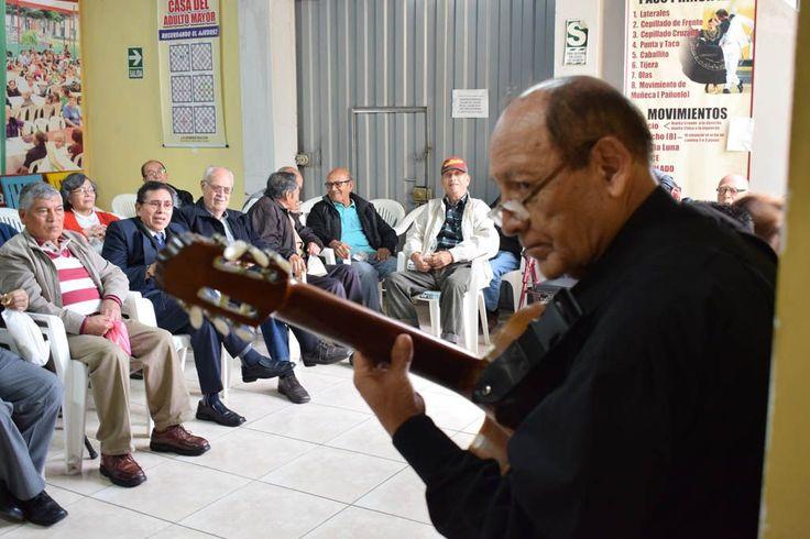 Adultos mayores recordaron a Luis Abanto Morales en celebración especial del Día del Padre