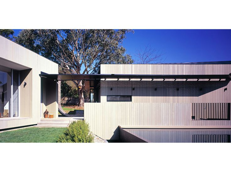 Cedar House. Bird de la Coeur Architects - McBride House Photos: Shannon McGrath