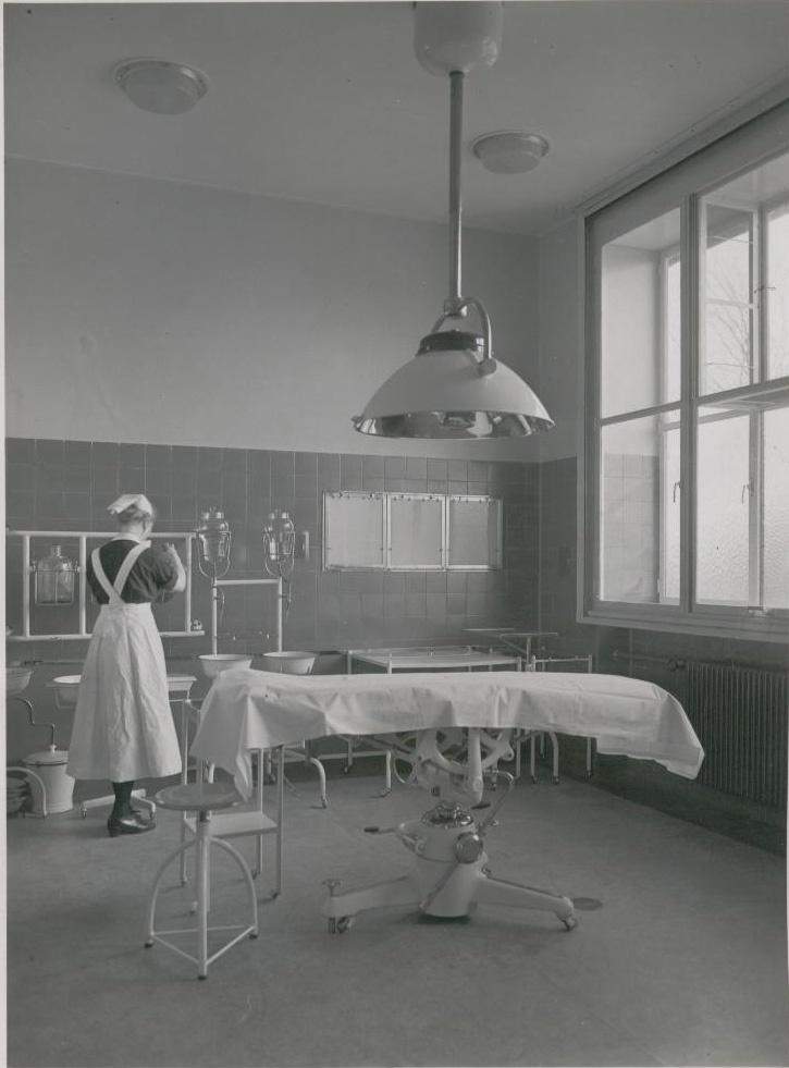 Kleine operatiekamer aan de Parklaan 81, jaren '30 Diaconessenhuis Eindhoven #ziekenhuis