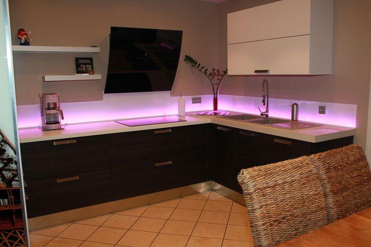 les 13 meilleures images du tableau cr dence en verre. Black Bedroom Furniture Sets. Home Design Ideas