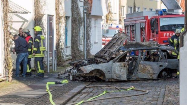 Explota auto con tanques de gas tras chocar con ayuntamiento de Verden, Alemania - http://www.esnoticiaveracruz.com/explota-auto-con-tanques-de-gas-tras-chocar-con-ayuntamiento-de-verden-alemania/