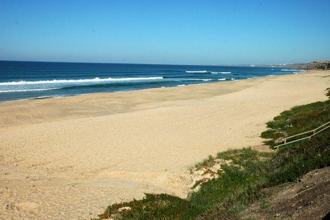 Praia do Navio ( Santa Cruz )  Najlepsze i najpiękniesze plaże wokół Lizbony – mapa + informacje: http://infolizbona.pl/?p=1640 Jak dojechać na plaże w Lizbonie i okolicach [Mapa + aktualne ceny]: http://infolizbona.pl/?p=2712