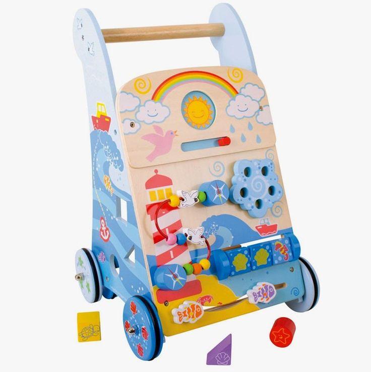 Un chariot de marche et centre d'activité Marine de la marque Bigjigs pour apprendre à bébé à faire ses premiers pas avec 7 activités différentes pour jouer et découvrir. A partir d'1 an+ Cette reference remplace la ref BB084