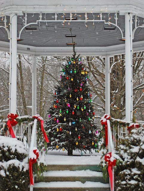 Lake bluff christmas gazebo by julie.anna!!! Bebe'!!! A holiday gazebo...Christmas is here!!!